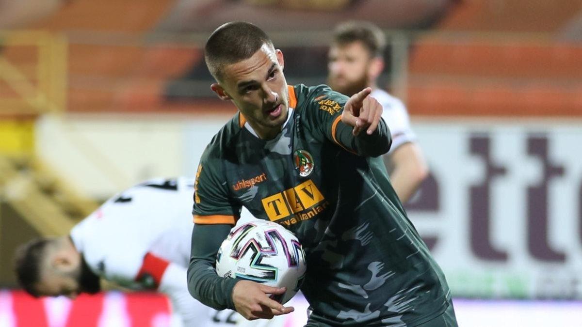 Berkan Kutlu, Galatasaray'a transfer oldu
